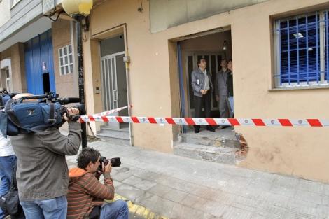 La fachada de la sede del PP, afectada por la explosión. | Lavandeira jr