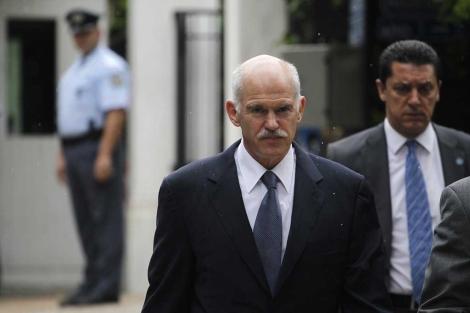 El primer ministro griego, Giorgios Papandreu, en el centro de Atenas. | AP