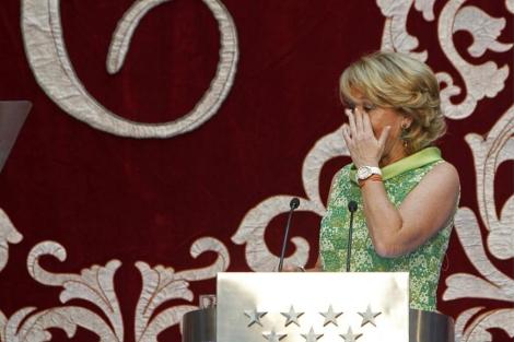 Aguirre, emocionada durante su discurso de toma de posesión. (Efe)