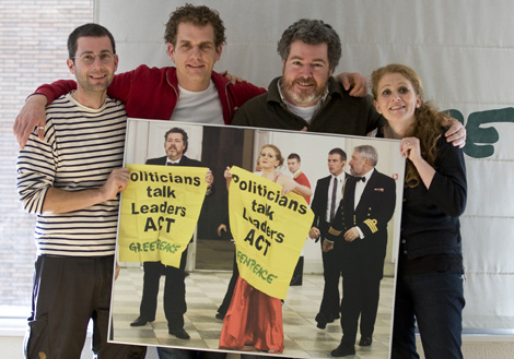 Los cuatro activistas, posan en Madrid tras ser liberados.