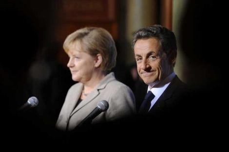 Merkel y Sarkozy, en una rueda de prensa en Deauville. | Reuters