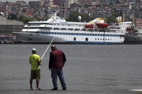 El Mavi Marmara durante las labores de mantenimiento. | Reuters