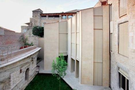 Imagen exterior de la Casa Collage, en Girona. | Fotos: Josep Hevia