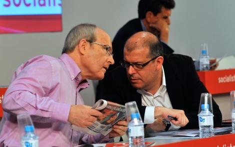 Montilla conversa con Zaragoza en el consejo nacional del PSC. | Santi Cogolludo