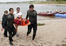 Rescate en la orilla de Garaio. | Efe