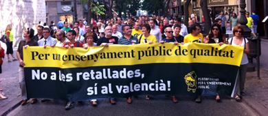 Miles de personas han recorrido el centro de Valencia. | Vicent Bosch