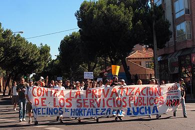 Los primeros 'indignados' inician su marcha, en Madrid.| P. Blasco