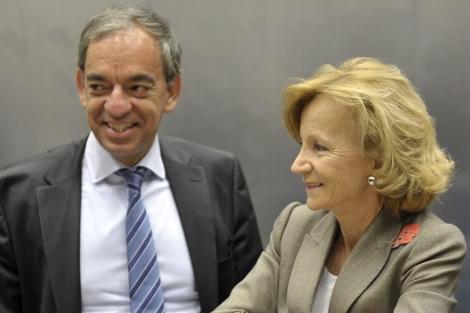 La ministra Salgado con el titular de Economía griego este domingo en Bruselas. | Efe