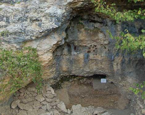 Vista de la cueva Buran-Kaya III. | PLoS ONE.