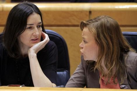 Sinde y Pajín, hoy, durante la sesión de control al Gobierno en el Senado.   Efe