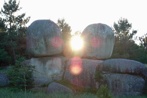 La sorprendete formación enfoca el solsticio de verano.