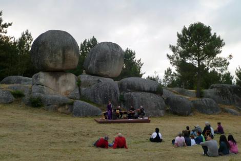 Un centenar de personas se acercaron a contemplar el solsticio de este año. | S.P.