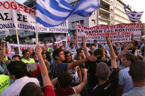Policías, bomberos y guardas costeros se unen a las protestas en Atenas. | Efe