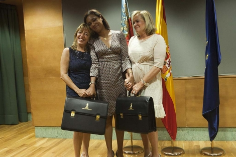 Lola Johnson, nueva portavoz del Consell, acompañada por Trini Miró y Belén Juste | V. Bosch