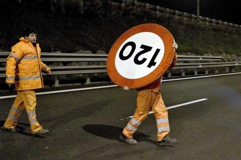 Cambio de señalización en Vizcaya, el pasado mes de marzo. | Iñaki Andrés