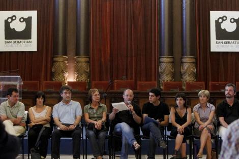 El alcalde Izagirre, en la recepción en el Ayuntamiento ya sin el retrato del Rey. | Justy