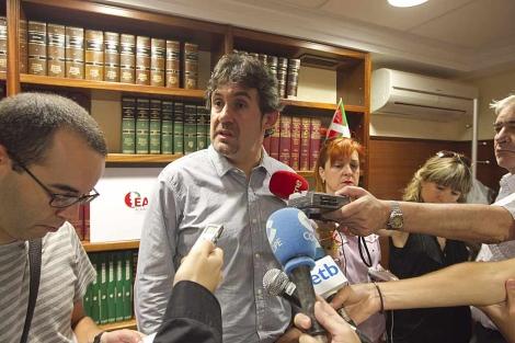El secretario general de EA y portavoz de Bildu, Pello Urizar, en la Asamblea de su partido. | Efe