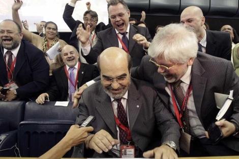 Da Silva, en el centro, tras ser elegido para la FAO.| Ap