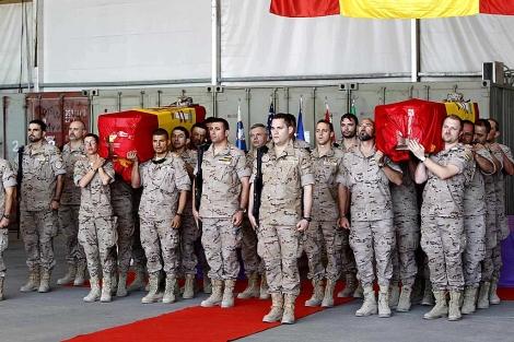 Acto de despedida de los militares españoles fallecidos el domingo en Qala-e-Naw. | Efe