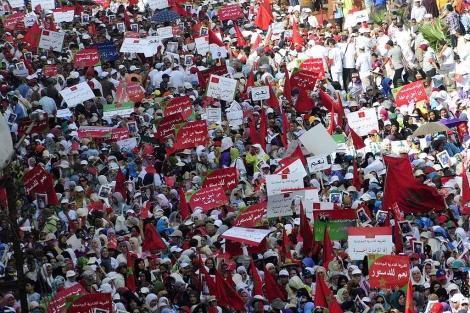Ciudadanos marroquíes apoyan en Casablanca la reforma constitucional. | Efe