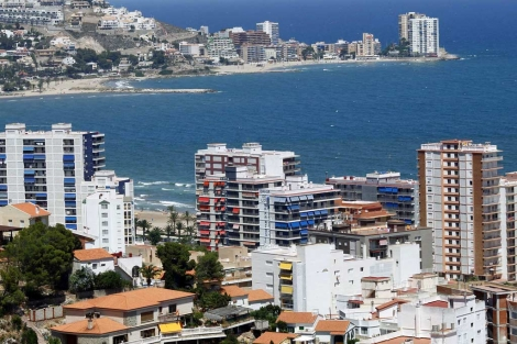 Bloques de apartamentos en una playa valenciana. | Vicent Bosch