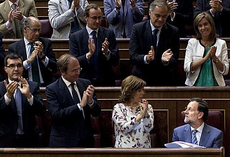 La bancada 'popular' aplaude a su líder. | AP