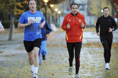 Zapatero haciendo footing con David Cameron y Bernardino León antes del G-20. | Rousseau