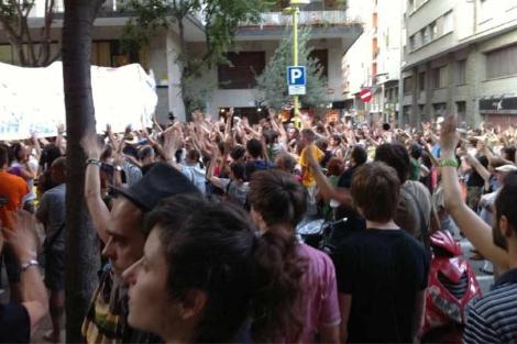 Protesta ante la casa de Artur Mas. | Foto extraída de Twitter @Indignats