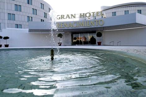 Entrada principal del Gran Hotel Renacimiento de la cadena Barceló en Sevilla. | Conchitina