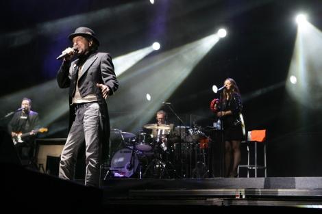 Sabina canta una de sus canciones en el concierto de Gredos. | R. Muñoz
