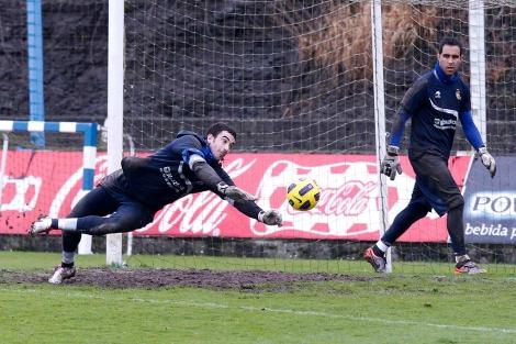 Eñaut Zubikarai, durante un entrenamiento de la Real Sociedad. | Justy García