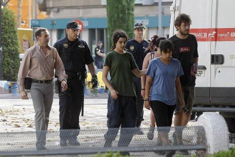 Varios 'indignados' abandonan la plaza de María Agustina en Castellón. | Efe