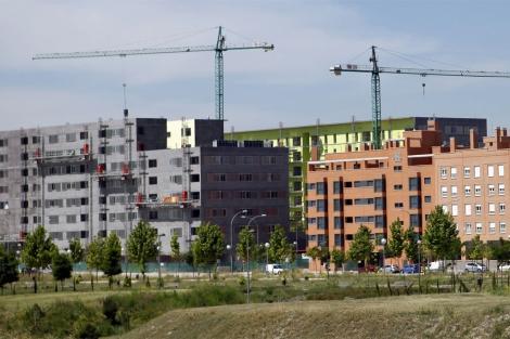 Varios edificios de pisos en construcción en un nuevo desarrollo de Madrid. | S. Enríquez