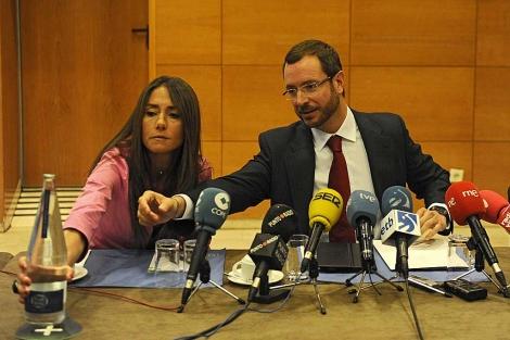 El alcalde de Vitoria, Javier Maroto, explica los recortes en Vitoria. | Nuria González