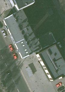 La casa quedará incrustada en el hueco entre los dos edificios. | Google.
