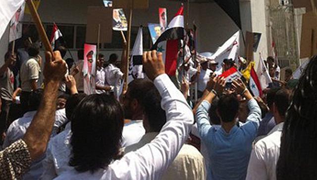 Partidarios de Asad, ante la embajada de EEUU. | AFP/shukumaku.com