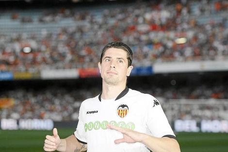 Asier del Horno, con la camiseta del Valencia.