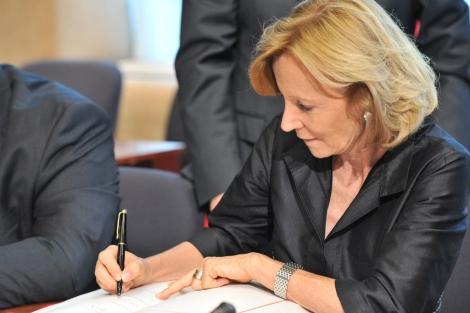 Elena Salgado, durante la reunión del Eurogrupo.   Afp