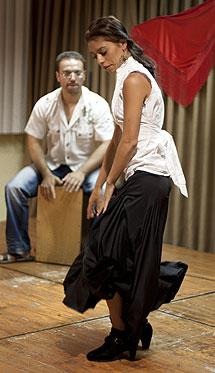 Una joven bailaora del barrio. | E.M.