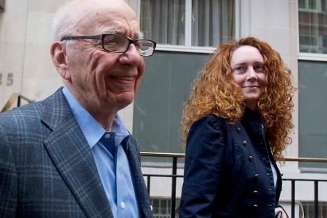 Brooks y Murdoch, el domingo pasado en Londres. | Reuters