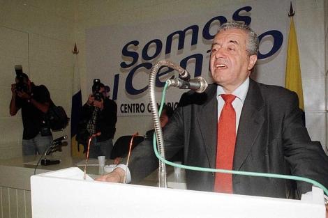 Lorenzo Olarte, en un acto en 1999 con su partido, Centro Canario Nacionalista. | Efe