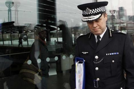 El dimisionario 'número dos' de la Policía Metropolitana de Londres (Met), John Yates.   Reuters