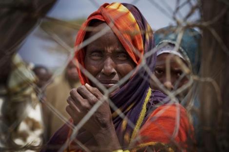 Refugiados somalíes recién llegados en el capamento de Dagahaley.  Efe