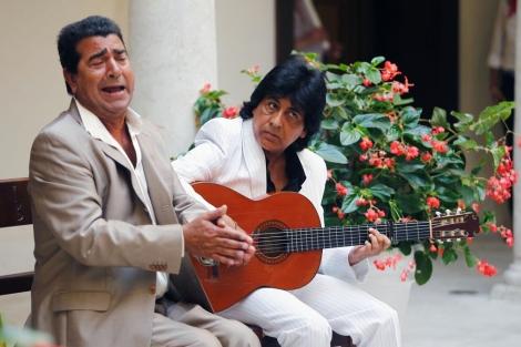 El cantante José Soleá y el guitarrista Juani Santiago, en el Museo Thyssen.   A. Pastor