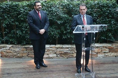 Álex Cruz y Abel Caballero, en la presentación de la ruta el pasado 31 de marzo. | A. G.