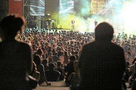 Público asistente a una de las actuaciones del pasado año en el Low Cost. | Leslie Hevesi