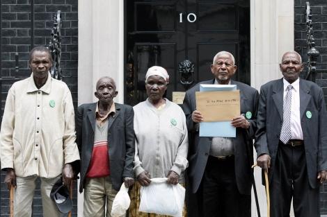 Los kenianos cuando comenzaron su batalla legal, en 2009. | Afp