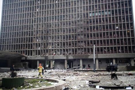 Las oficinas del primer ministro en el centro de Oslo tras el atentado. | AP