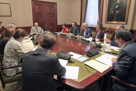 Mesa de la subcomisión en el Congreso de los Diputados. | Efe