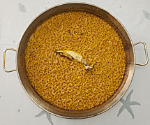 Paella de arroz a banda.